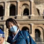 Coreana vistiendo hanbok en Italia