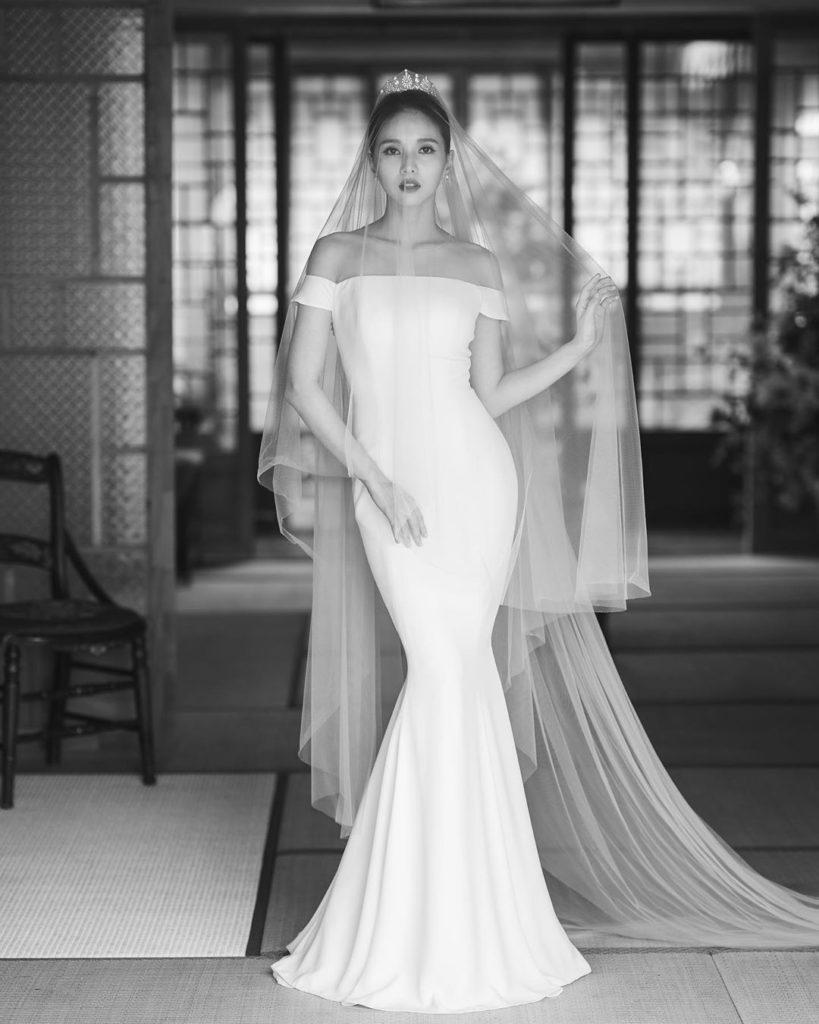 ¡Mira lo hermosa que se ve Jei de FIESTAR en su vestido de novia!