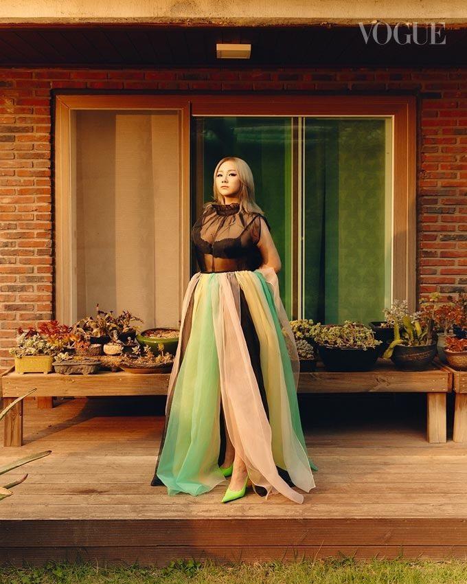 CL habla sobre su nuevo álbum con Vogue Singapur + postividad corporal