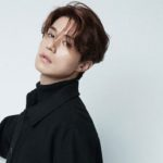 Sólo Lee Dong Wook puede lucir así de joven al lado de ídolos de K-pop