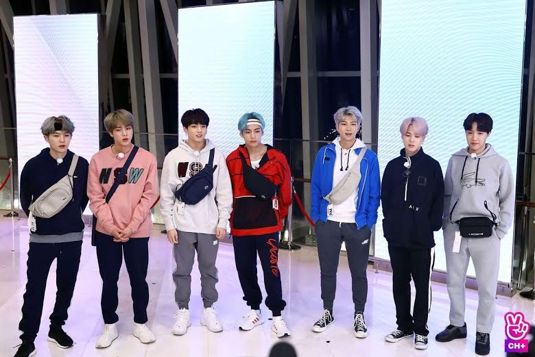 Siete veces en las que Jin no cumplió con el código de vestimenta de BTS
