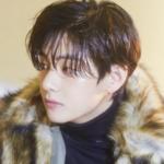 V de BTS, el master del 'SOLD OUT' en toda la ropa que usa