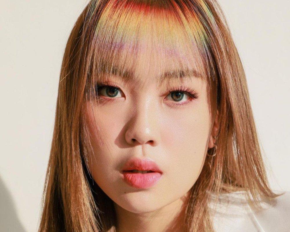Lee Young Ji muestra su flequillo arcoíris