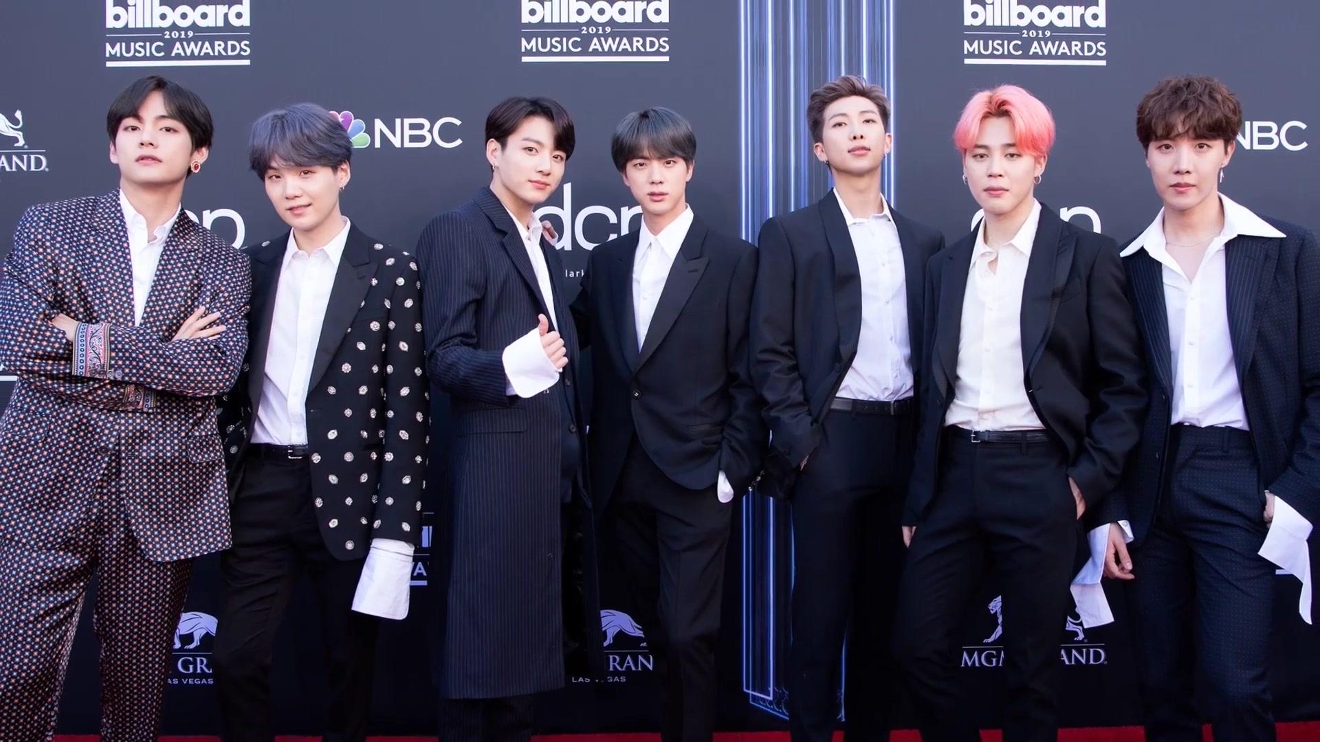 BTS le Gano a BTS en Music Bank