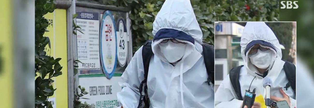 Un estudiante Coreano se presentó con un traje especial para tomar el examen de aptitud académica universitaria