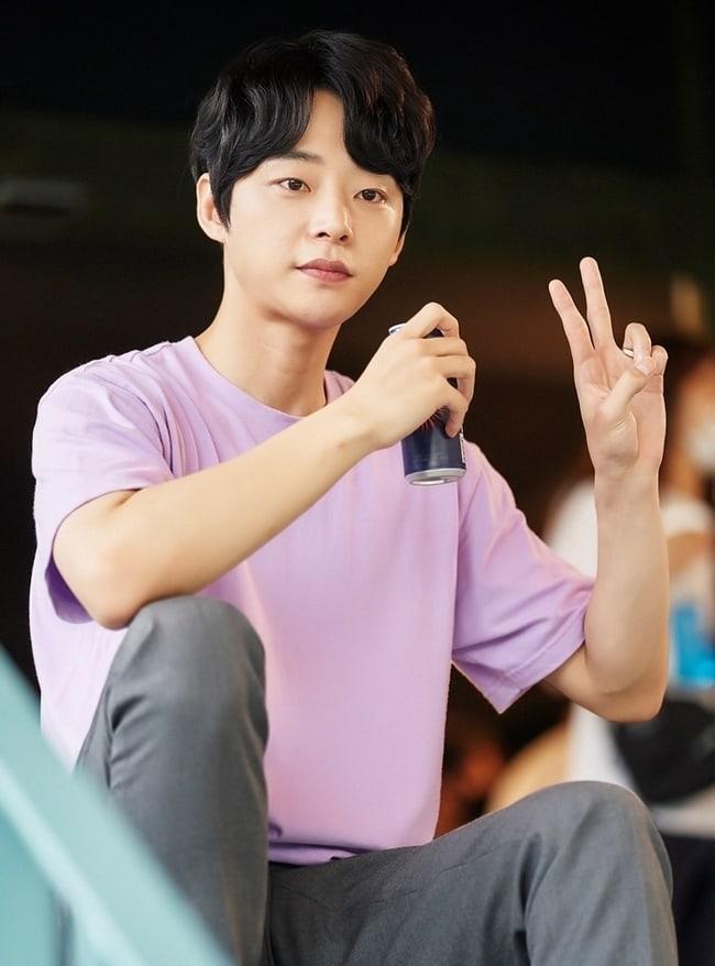 "JTBC revela imágenes del detrás de cámaras de ""Live On"""
