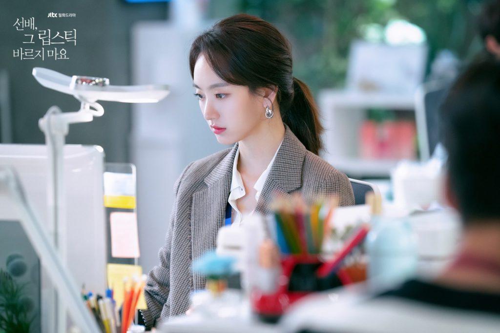 "Won Jin Ah es una apasionada del maquillaje en ""Sunbae, Don't Put on That Lipstick"""