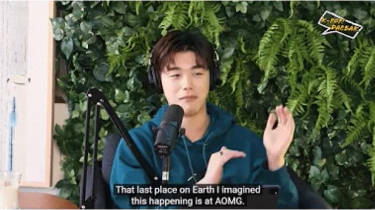 Eric Nam asiste a una maratón de las películas de High School Musical pero no sé imaginó en qué lugar sería