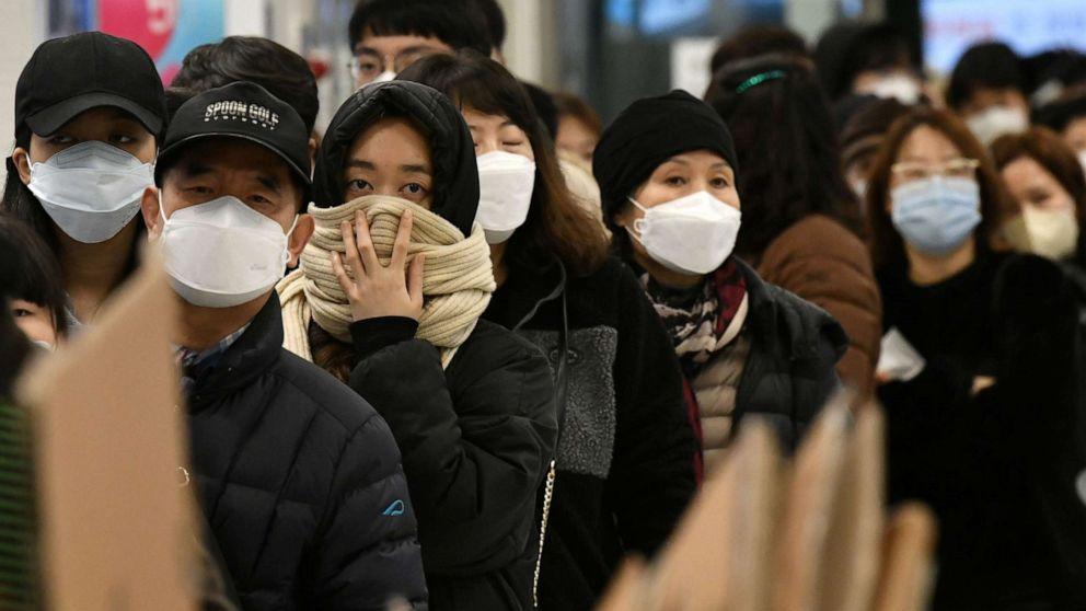 Corea del Sur supera la marca de 1,000 casos de COVID-19 en un día por primera vez
