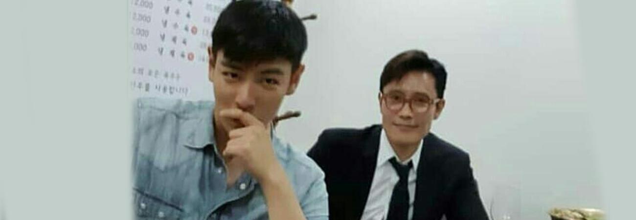 TOP de BIGBANG felicita al actor Lee Byung Hun por su libro
