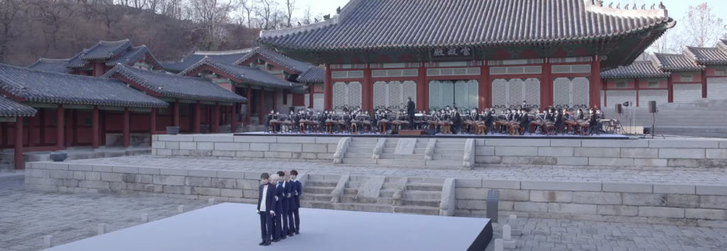 Mira la presentación de Blue Hour y Run Away de TXT con instrumento nacionales de corea