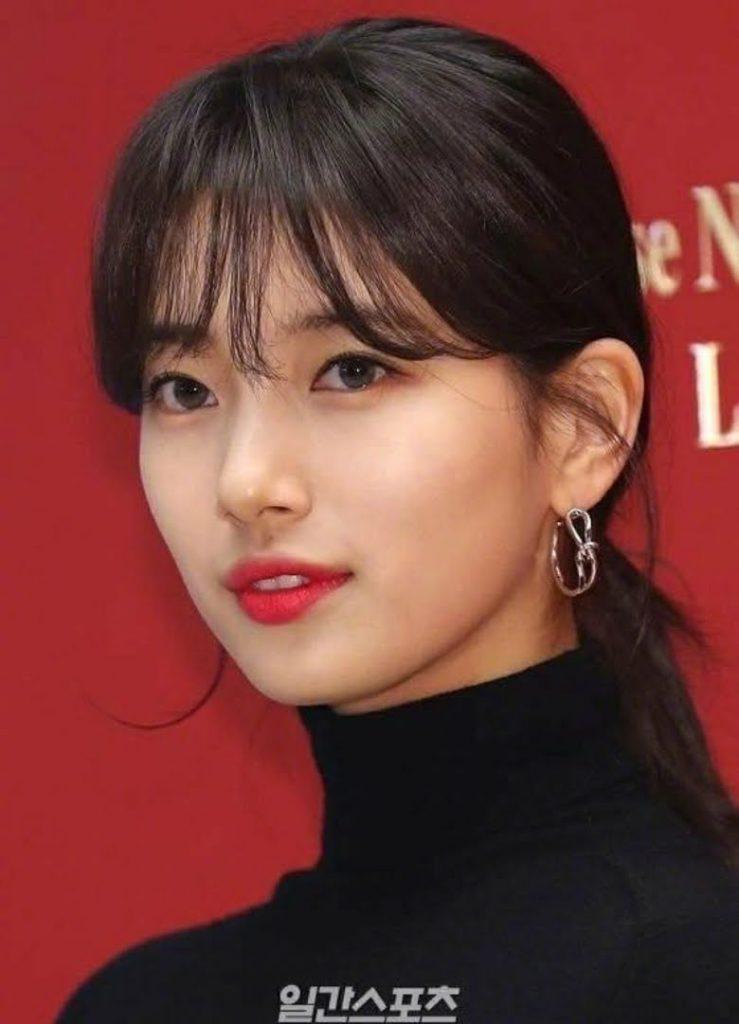 Idols K-pop con fotografías de prensa que parecen sesiones de fotos profesionales