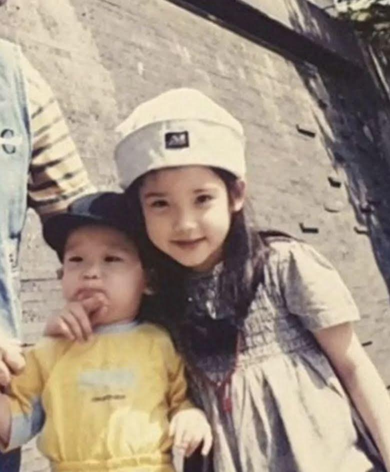 IU brinda detalles de cómo trataba a su hermano menor cuando era niña