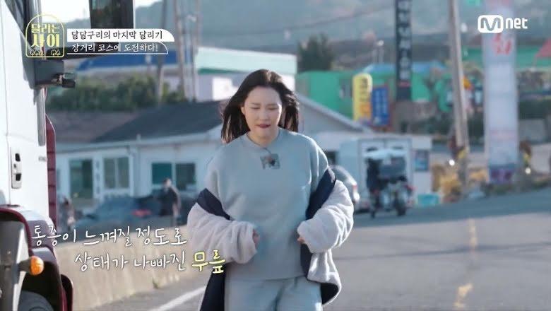 """Sunmi preocupa a los productores de """"Runing Girls"""" por rodilla lesionada"""