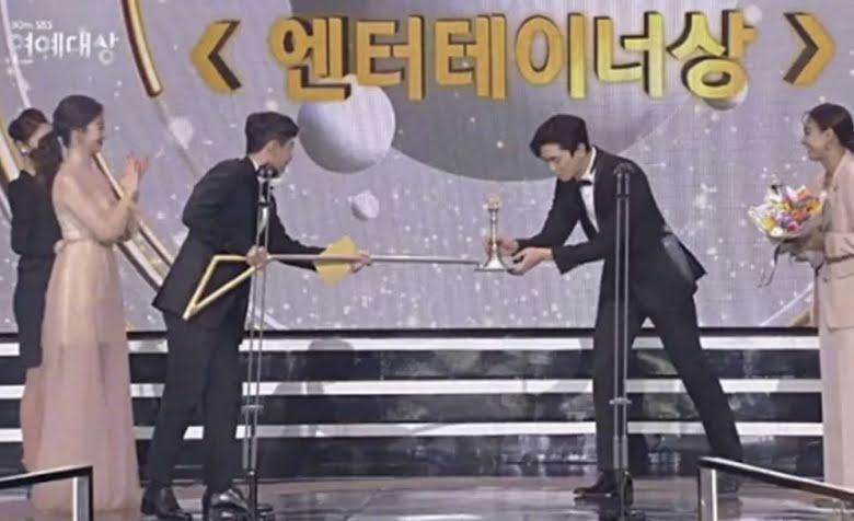 ¿Por qué las ceremonias de fin de año no se han cancelado a pesar del aumento de casos positivos de COVID-19 en Corea?