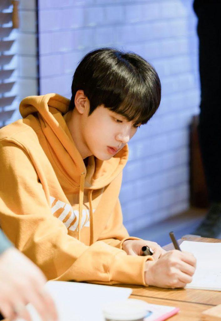 """Jin de BTS escribe una emotiva carta para ARMY tras el lanzamiento de """"Abyss"""""""