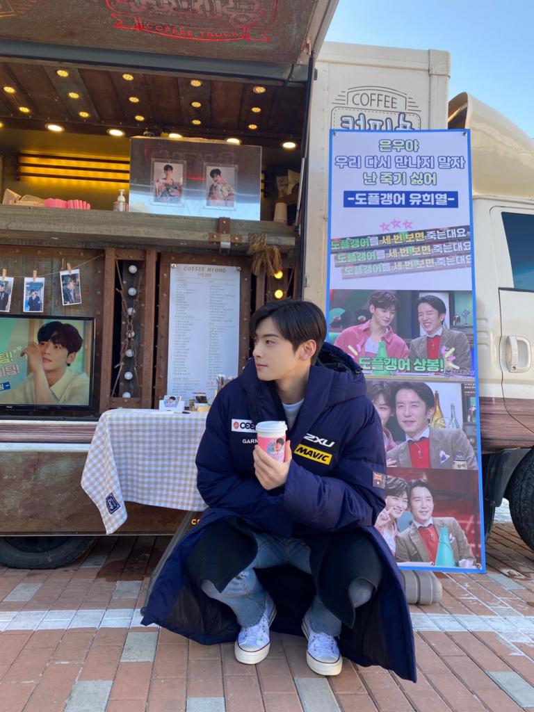 """Yoo Hee Yeol envía un camión de café a Cha Eun Woo de ASTRO al set de """"True Beauty"""" con un divertido mensaje"""