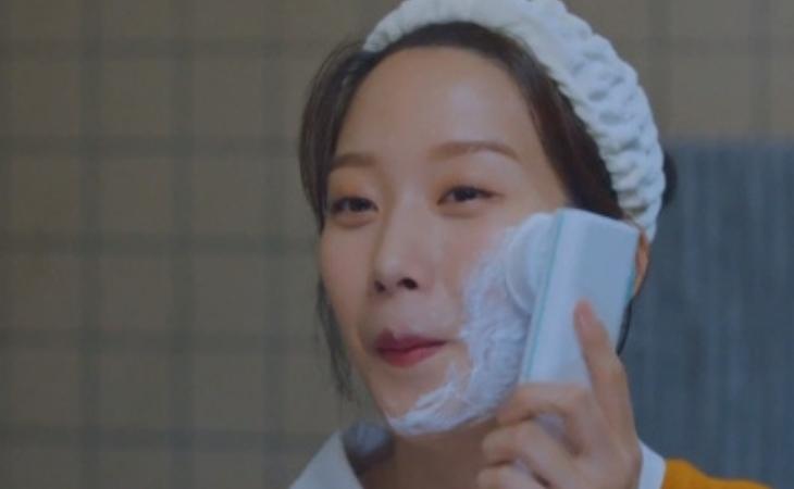 Esta es la máquina de limpieza usada por Joo Kyung en 'True Beauty'