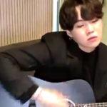 Suga do BTS revela porque aprendeu a tocar guitarra