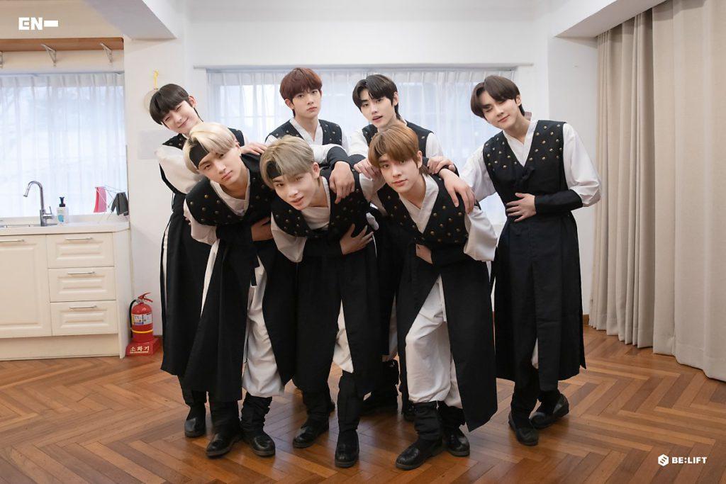 ENHYPEN conquista a sus fans usando Hanboks para el Año Nuevo Lunar