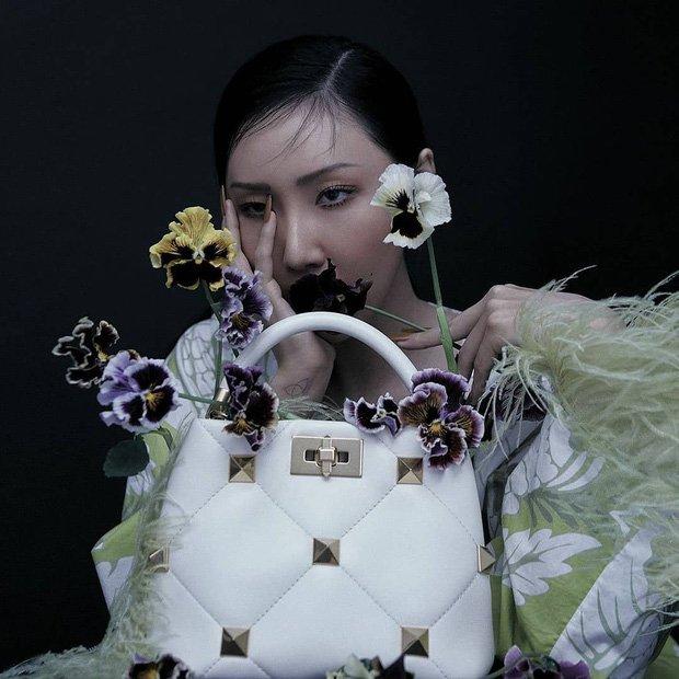 Hwasa de MAMAMOO luce sexy y elegante para Vogue Korea