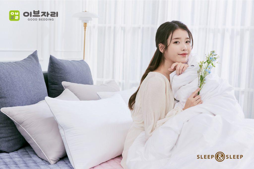 IU es la nueva modelo exclusiva de la marca Evezary