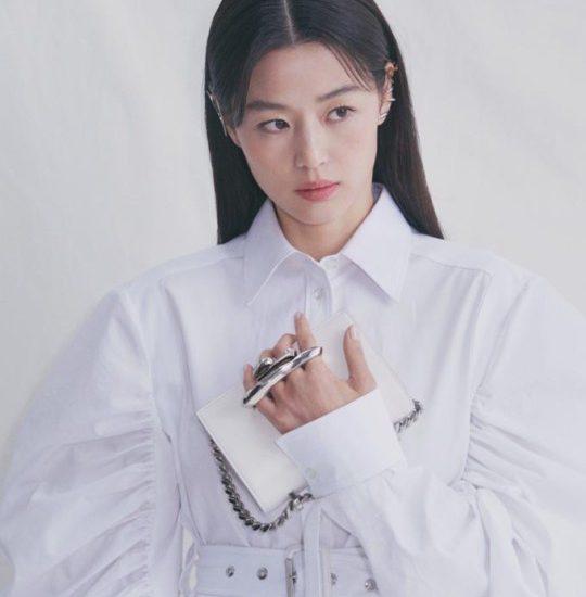 Jun Ji Hyun para Alexander McQueen