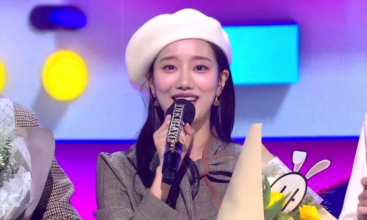 Naeun de APRIL se despide entre lagrimas al despedirse de 'Inkigayo' como MC