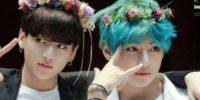 Jungkook y V de BTS en firma de autógrafos