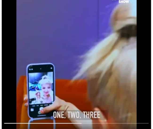 Rosé tomándose fotos con Kelly Clarkson