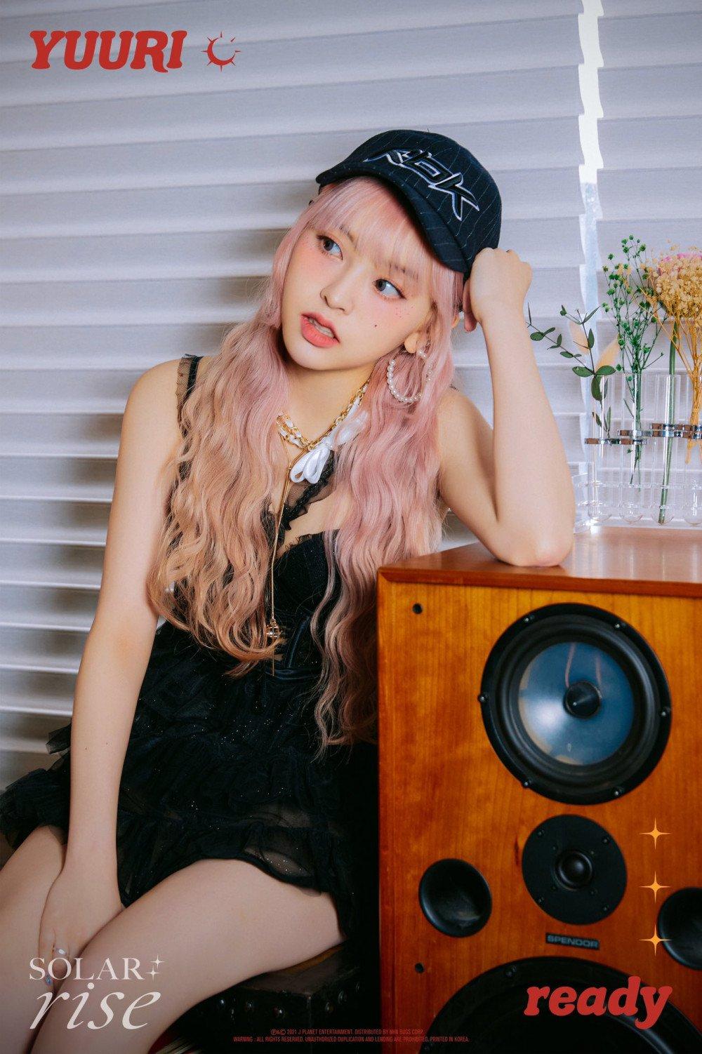 LUNARSOLAR adopta un estilo único en fotos teaser para su álbum 'Solar: Rise'