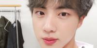 Jin de BTS demuestra su popularidad al ser tendencia diariamente durante todo un mes