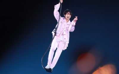 Jungkook presentando Euphoria en el concierto Love Yourself