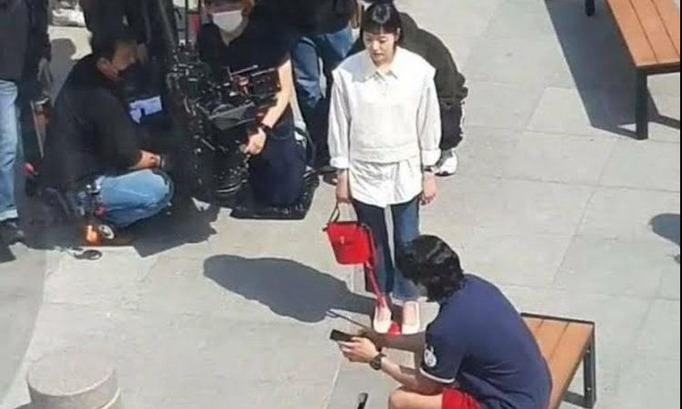 Se filtran fotos del set de filmación del próximo dorama Yumi's Cells con Kim Go Eun y Jinyoung