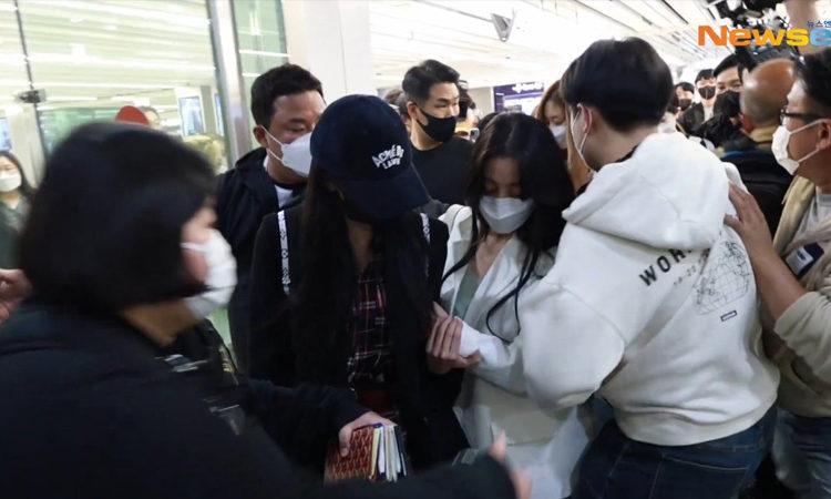 ONCE exige a JYP Entertainment de proteger a TWICE en el aeropuerto
