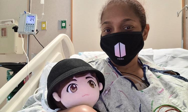 La emotiva acción de una niña a su abuela ARMY hospitalizada