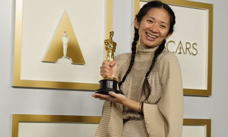 Chloe Zhao, hace historia en los Oscar por ganar 'Mejor Directora'