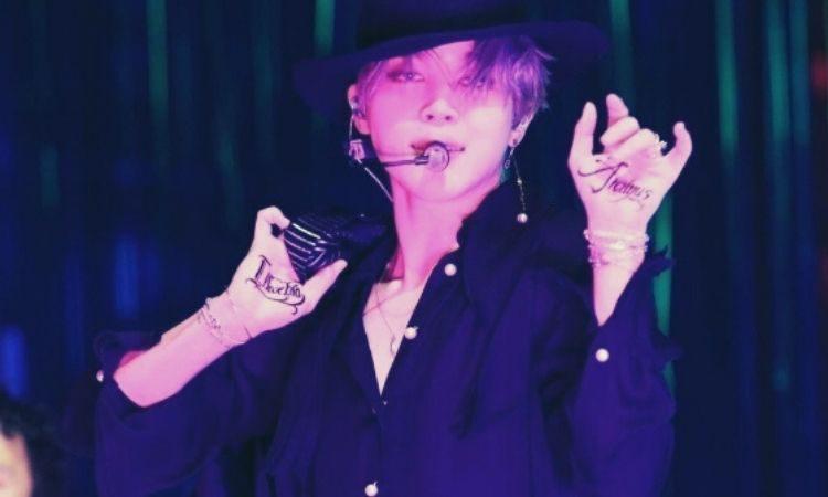 Jimin de BTS presentando Filter en concierto