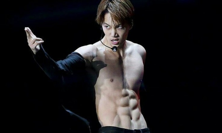 Kai de EXO desata euforia entre los netizens por su gran físico