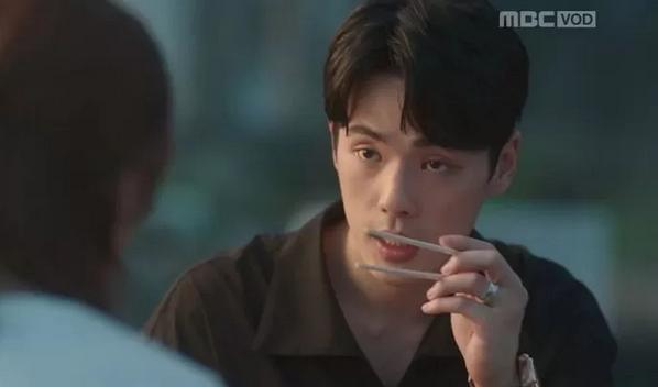 Kim Jung Hyun habría discutido con el staff de 'Time' al solicitarle quitarse el anillo de pareja