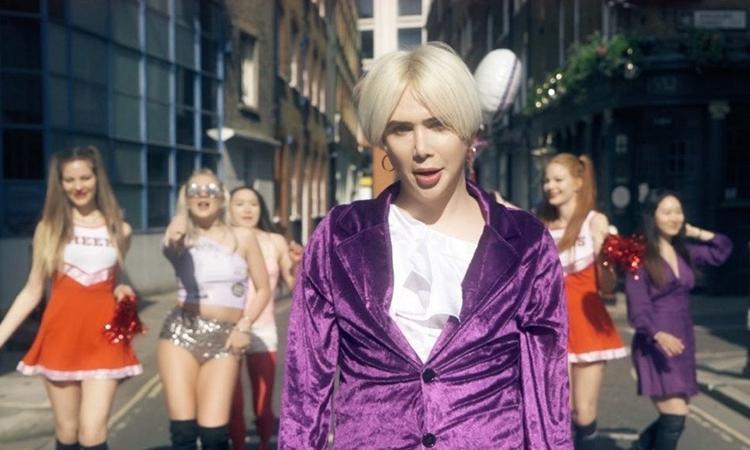 Oli London lanza su canción 'Koreaboo'