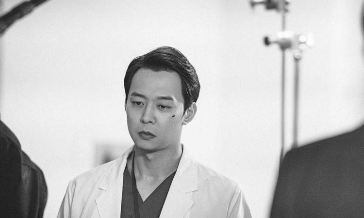 Escena de Park Yoochun en película independiente