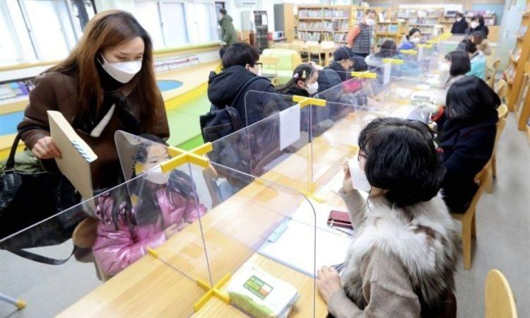 Sesión de orientación escolar para padres e hijos