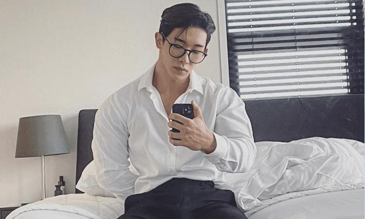 Wonho nos detiene el corazón con sus atrevidas fotografías en Instagram