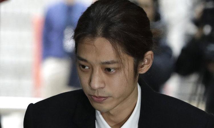 A ex-namorada de Jung Joon Young e suposta vítima de filmagens ilegais escreve petição para a Casa Azul
