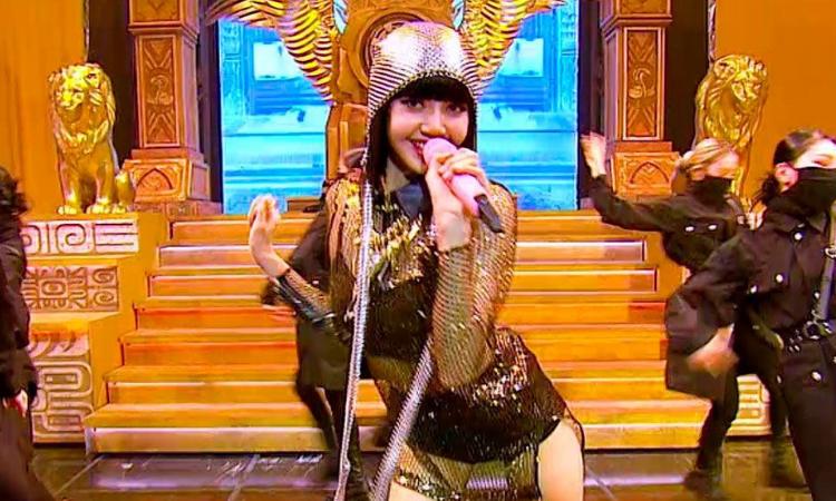 Así manejó Lisa de BLACKPINK el pequeño accidente durante su actuación en Kingdom