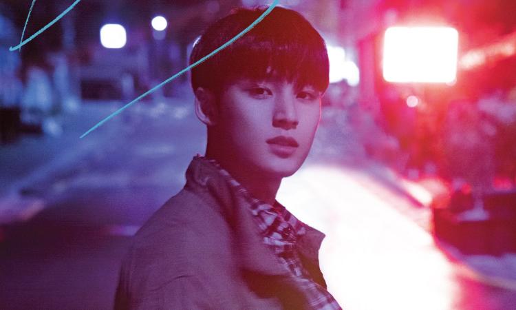 Mingyu de SEVENTEEN posa bajo la lluvia en su póster para'Bittersweet'