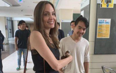 Angelina Jolie y Maddox visitando la universidad Yonsei