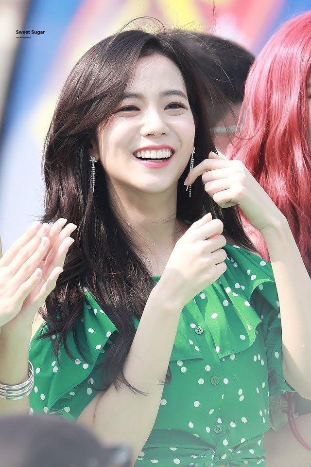 ¿Sabias que? V de BTS como Jisoo de BLACKPINK tienen el mismo rasgo cuando sonríen