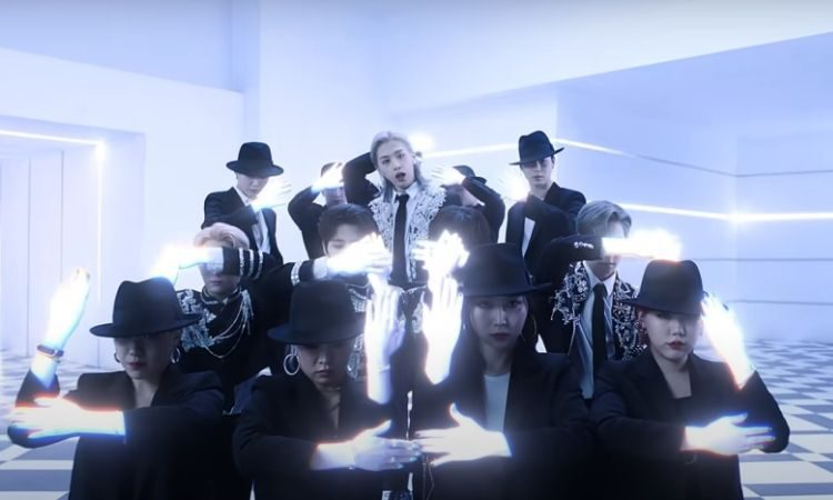 Escena del MV Black Mirror de Oneus